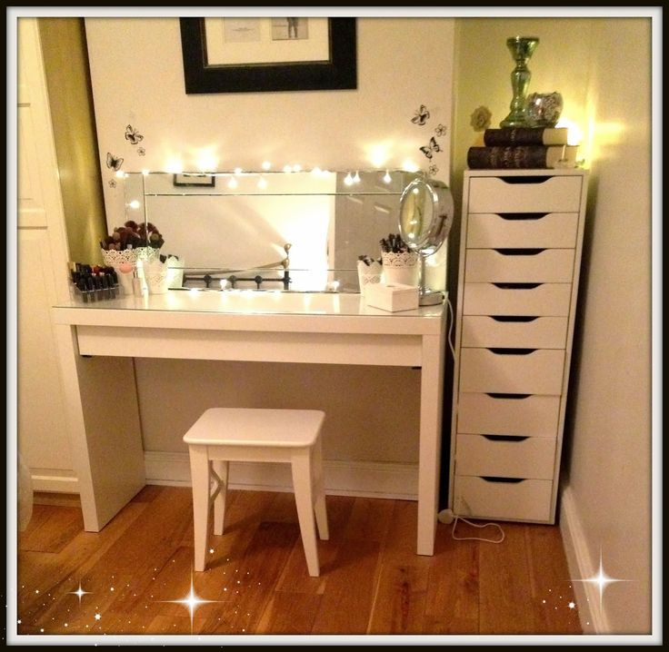 Highly Regarded DIY White Wooden Makeup Table With Pedestal Round Mirror Stainless Steel Polished And Corner Small Chaise Of Drawer In White Tiny Bedroom Decor Ideas