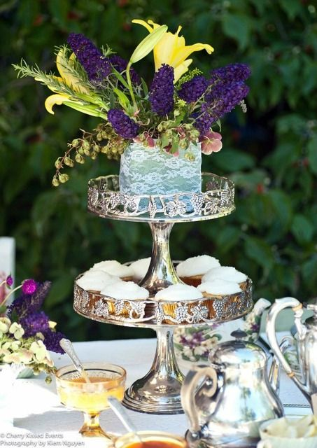 Love this silver cupcake stand
