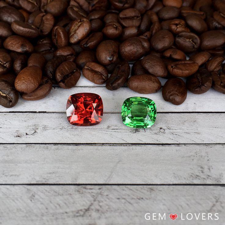 Цвет- главная оценочная характеристика драгоценного камня. Насыщенные, яркие, чистые оттенки ценятся очень высоко. На фото: гранат цаворит, Танзания, гранат спессартин, Мадагаскар  ✒WA/Telegram/Direct/Viber +7-925-390-20-52 +7-800-555-22-86  publice@gemlovers.ru  #цаворит #драгоценныекамни #самоцветы #jewelrymoscow #tsavorite #gemlovers #gemstones #spessartites #спессартин #гранаткамень
