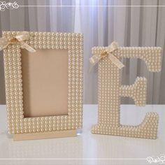 Porta retrato para fotos 10x15 e letra perilada de 18cm! Lindos!!! #portaretrato…                                                                                                                                                                                 Mais