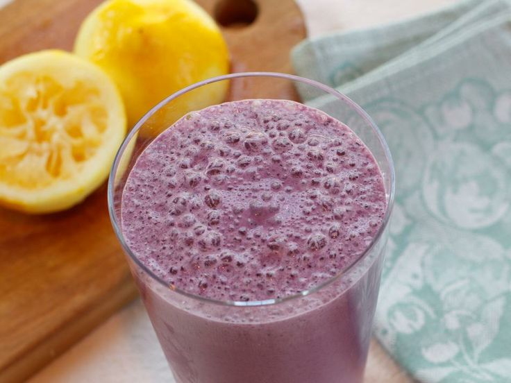 Breakfast Blueberry Lemon Smoothie! Bright, summery flavors to start ...