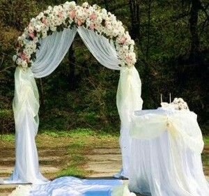 Inspiration for wedding arch decoration. Draped tulle with paper flower garlands