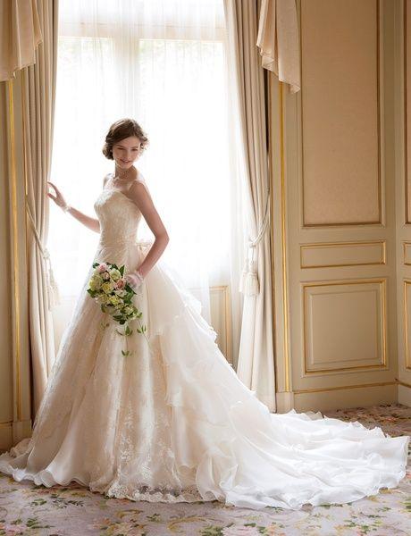 トゥー・レ・ドゥー(Tous Les Deux) 銀座店 花嫁のイノセントな雰囲気を際立たせるドレス