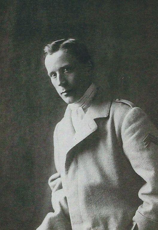 p.103 Raymond Duchamp-Villon en tenue militaire, vers 1914 - Bibliothèque Kandinsky, centre de documentation  et de recherche du MNAM/Cci, Centre Georges Pompidou, Paris