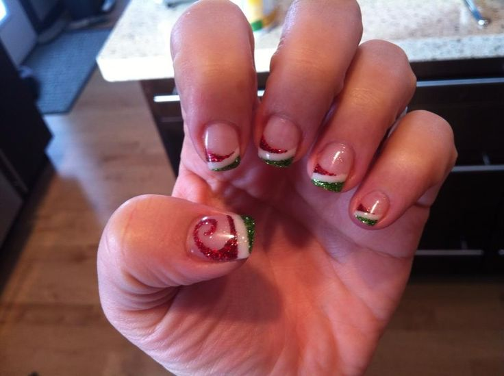 https://www.facebook.com/GelNailsByChyvawn Christmas gel nails Candy cane gel nails Red and green gel nails Holiday nails #gel nails by Chyvawn