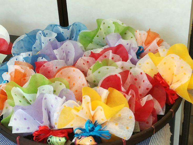 Portachiavi pesciolini confezionati in carta di seta #bombonieresolidali #commercioequosolidale