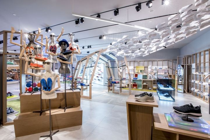 As the name pun already implies, Pedder on Scotts is the establishment of the footwear and accessories specialist, Pedder Group at Scotts Square, Singapore.