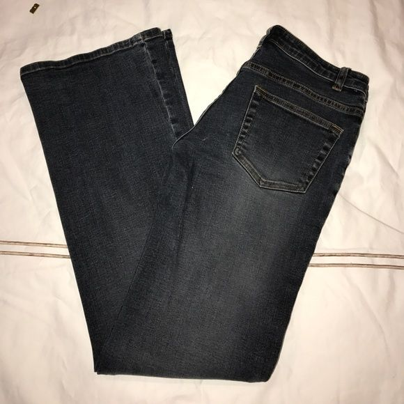 Jlo by jennifer lopez dark grey low rise jeans. Jlo by Jennifer Lopez low rise fitted jeans , grey / light black. Size 5 with 31 inch inseam. 98%cotton, 2%spandex. Gently worn . From pet and smoke free home . Jennifer Lopez Jeans