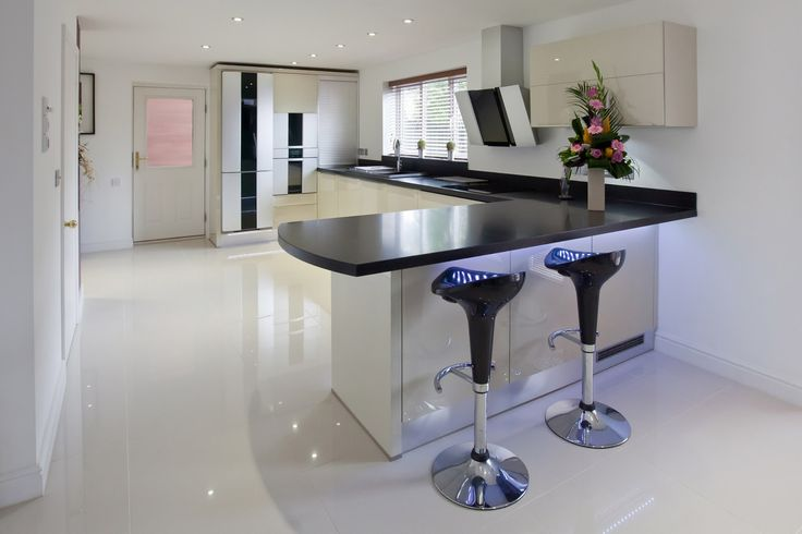 Create New Trends in Kitchen Design 2014 by Stylish Furniture Layout and Sophisticated Appliances: cosy bar stools with black l shaped countertop trend in kitchen design 2014 and white cabinets feat large window