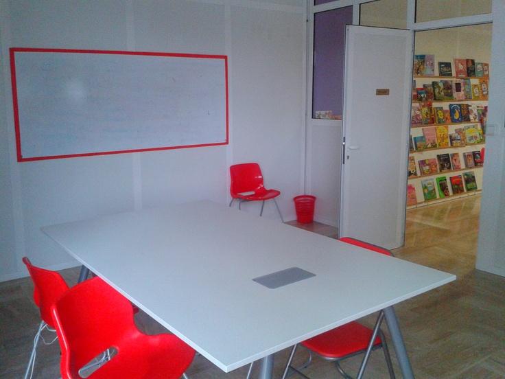 Sala de reuniones a tu disposición. Consulta disponibilidad