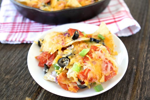 Tasty Kitchen Blog: Pizza Nachos. Minus the pepperoni for me, maybe use pita chips instead,  and add warm marianna to dip in!