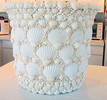 Vaso revestido com conchas num trabalho único