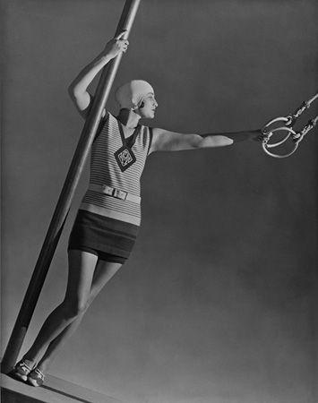 George Hoyningen-Huene  The monogram is so chic on the suit1920 S, A Mini-Saia Jeans, George Hoyningenhuen, Across Jeans, Bath Suits, Fashion Photography, July 1928, 1920S, George Hoyningen Huene