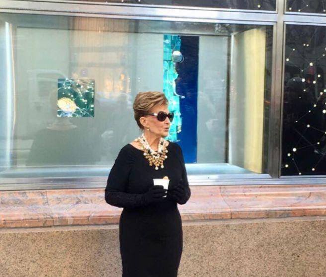 Maria Teresa Campos caracterizada al puro estilo de Audrey Hepburn en 'Desayuno con diamantes'