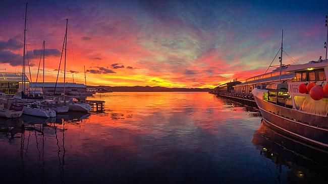 Sunrise over the Hobart waterfront. Picture: PAUL FLEMING on Twitter (@lovethywalrus)