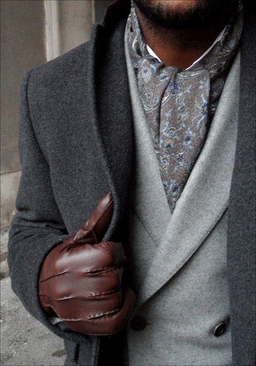 Idées looks et conseils, mettre, nouer porter une écharpe homme en coton, en cachemire, une écharpe pashmina autour de son cou au masculin avec style.