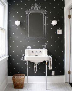 Покраска стен в ванной: 6 главных заблуждений Крашеные стены в ванной выглядят совсем скучно, а может, покрываются грибком или белым налетом? Отказываемся от стереотипов и развенчиваем главные мифы отделки стен краской