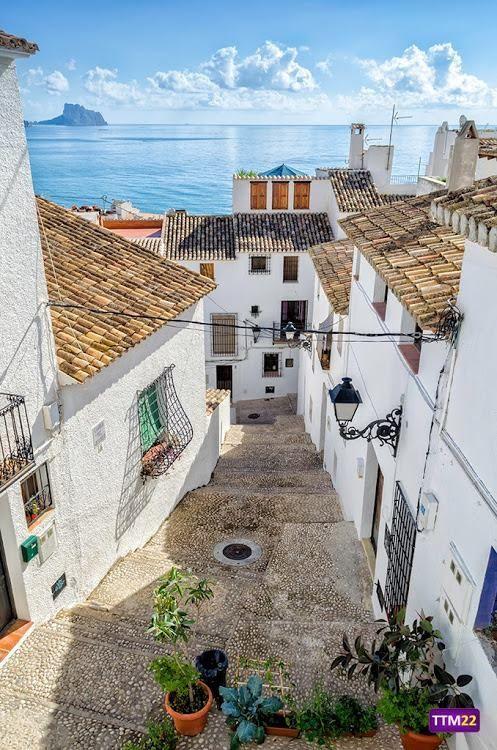 Altea, Alicante, Spain.  Viajar por España y perderte por rinconcitos como éste.  My Finca.