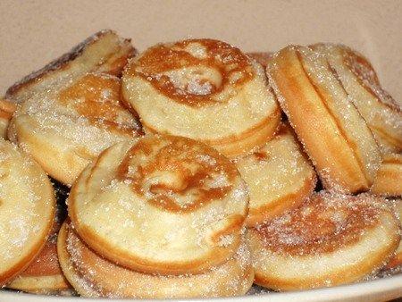 recette de cuisine mini-donuts sans friture Pour 40 mins donuts : 260 gr de farine, 130gr de sucre, 1 paquet de sucre vanillé , 250 ml de lait, 3 œufs, 5 cas d'huile, 1 paquet de levure chimique, 1 cas d'arôme vanille