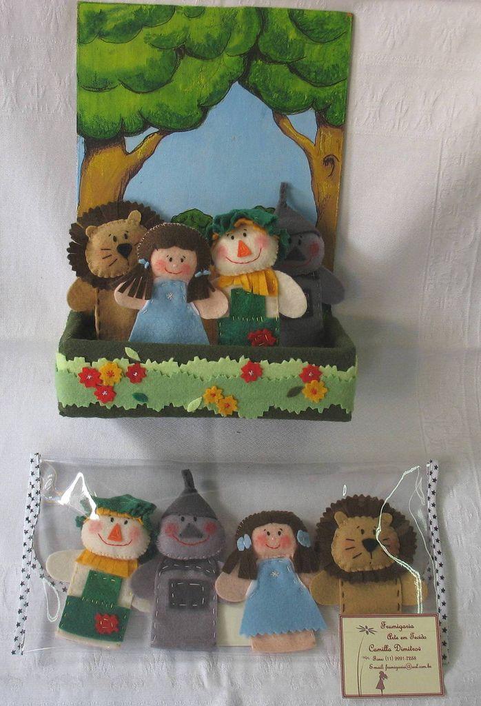 Dedoches Mágico de Oz - contendo 4 personagens, em caixa cenário pintada à mão, com aplicação de feltro ou em carteirinha plástica. Contato: frumigaria@uol.com.br