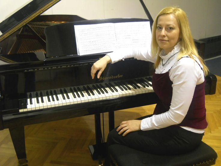 Dilek Recep - Pianist