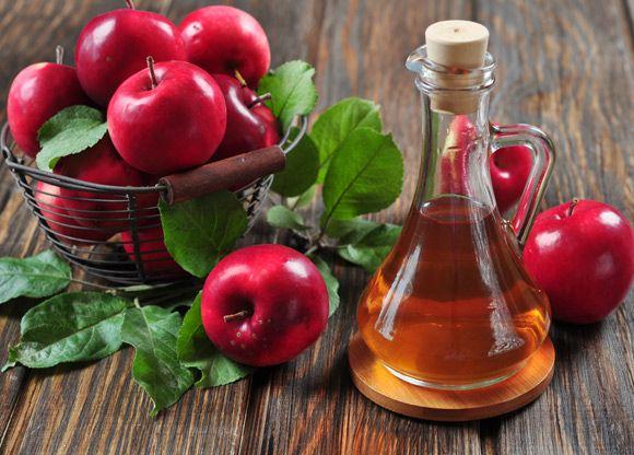 Trött på kemikalier som förstör miljön, kroppen och plånboken? Äppelcidervinäger kan vara lösningen. Här får du veta hur (och varför) du kan använda denna fantastiska ingrediens inom områden som kost, hem, skönhet – och hälsa.