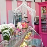 Isabella's Cake and Food Shop in Eldoraigne)