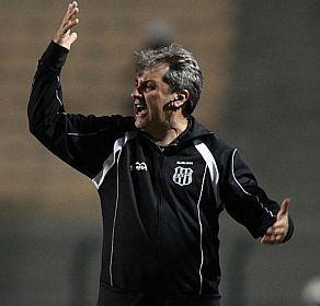 Gilson Kleina é o novo técnico do Palmeiras   Ex-treinador da Ponte Preta chega ao clube com a missão de salvar o time do rebaixamento. http://mmanchete.blogspot.com.br/2012/09/gilson-kleina-e-o-novo-tecnico-do.html