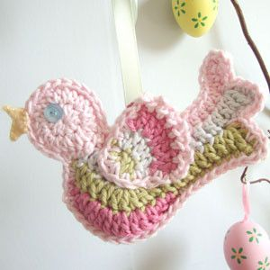 Gorgeous free bird pattern by Ruby & Custard. Step-by-step tutorial here http://rubyandcustard.com/free-stuff/crochet-bird-free-pattern/