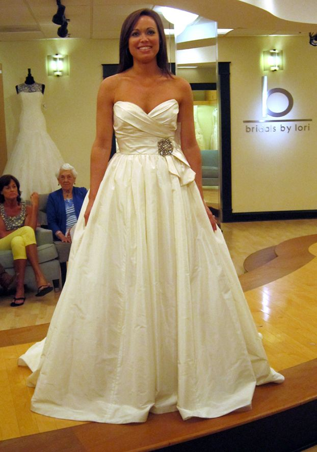 1113 best Wedding Gowns images on Pinterest | Wedding frocks, Bridal ...