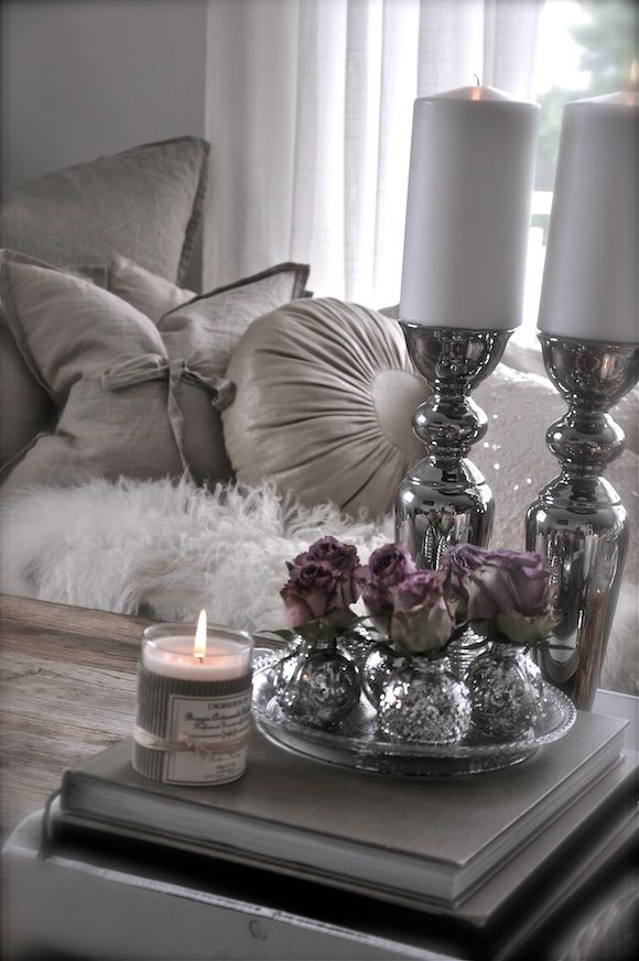 Gray and white decorating ideas Mehr  Romantic Purple BedroomPurple. Best 20  Purple gray bedroom ideas on Pinterest   Purple grey