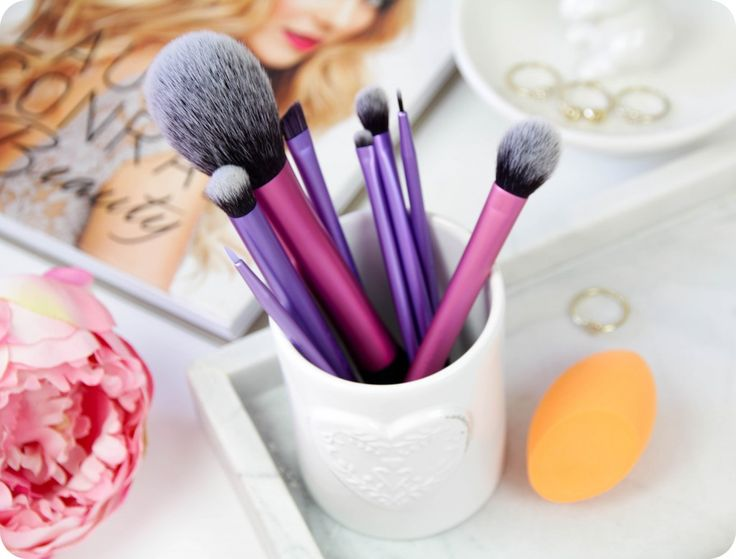 Review - Real Techniques Makeup Brushes & Miracle Complexion Sponge