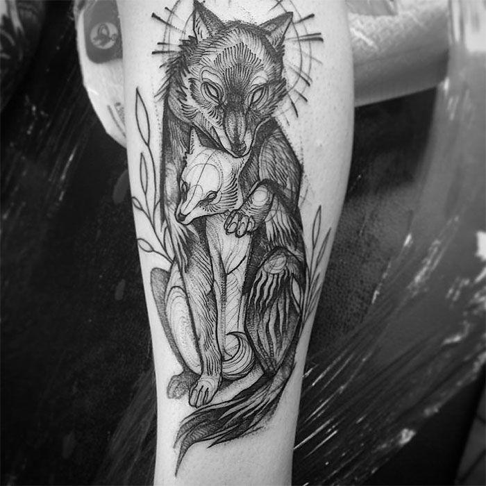 A ilustradora e tatuadora Nomi Chi possui um estilo iradíssimo de tatuar: suas tatuagens parecem sketchs feitos com lápis.