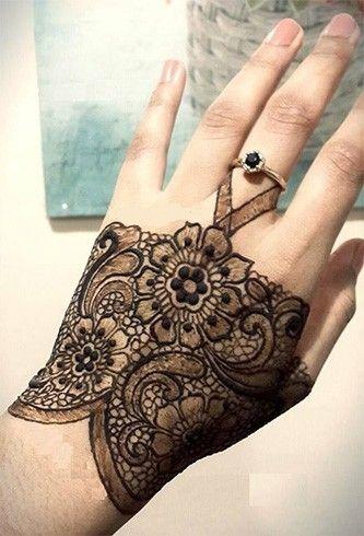 Lace Glove Mehndi