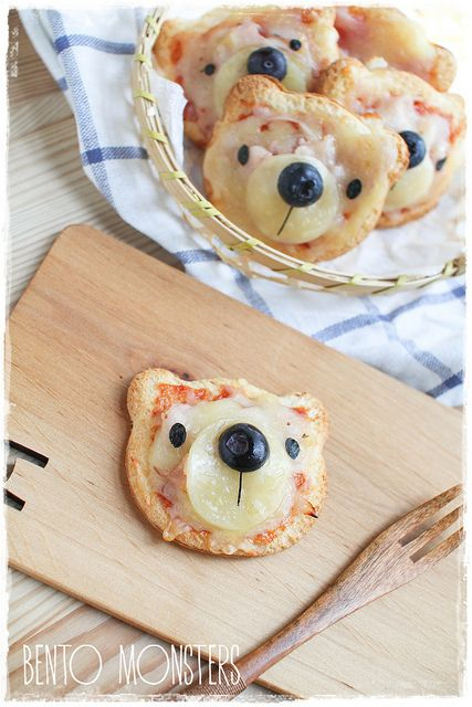 "* Foto ""pinnata"" dalla nostra lettrice Anna Springolo bear pizzas (using bread and cute-z-cute cutter)"