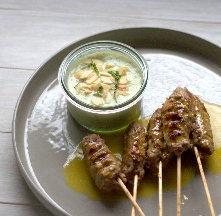 """bushcooks kitchen: Hackfleischspieße auf persische Art mit Zitronenbutter und Gurken-Minz-Joghurt aus """"Kolja kocht"""" von Kolja Kleeberg"""