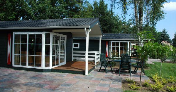 Lodge De Fazant 6 pers. (6V)  Deze vrijstaande luxe lodge is geschikt voor 6 personen en beschikt over een open keuken een eethoek en zithoek met flatscreen televisie. Er zijn drie slaapkamers. De bedden zijn voorzien van een dekbed. De badkamer beschikt over een douche en een wastafel.  EUR 249.00  Meer informatie  #vakantie http://vakantienaar.eu - http://facebook.com/vakantienaar.eu - https://start.me/p/VRobeo/vakantie-pagina