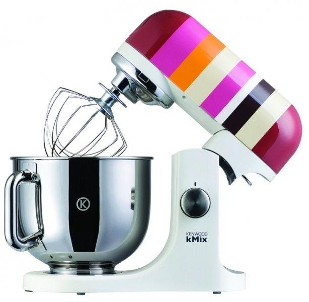 Kuchynský robot Kenwood v moderných farbách. Pomôže Vám urobiť ľahká cesta, tuhé cesta a so šľahaním krémov.