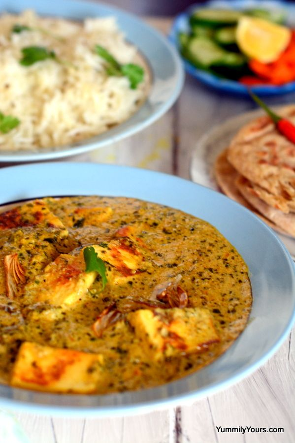 Pressed cottage cheese in a garlic-coconut milk curry. Served with Naan or Basmati/Jasmine rice