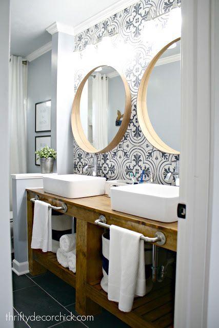 Un wallpaper pour la salle de bain allié a cette couleur ca peut etre pas mal aussi