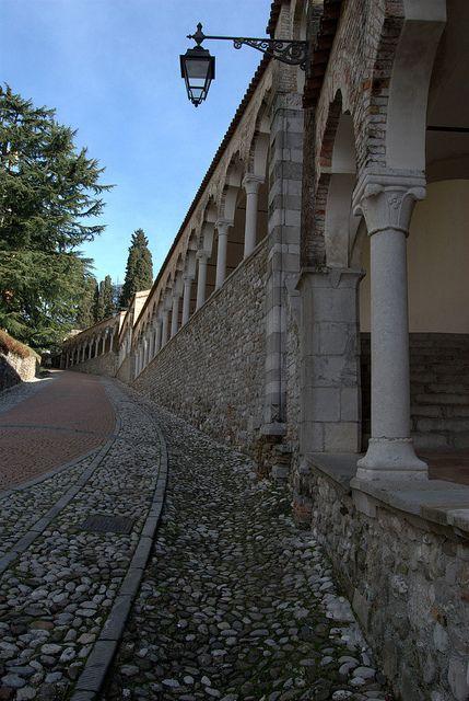Udine, Friuli-Venezia Giulia, Italy. salita per il castello .