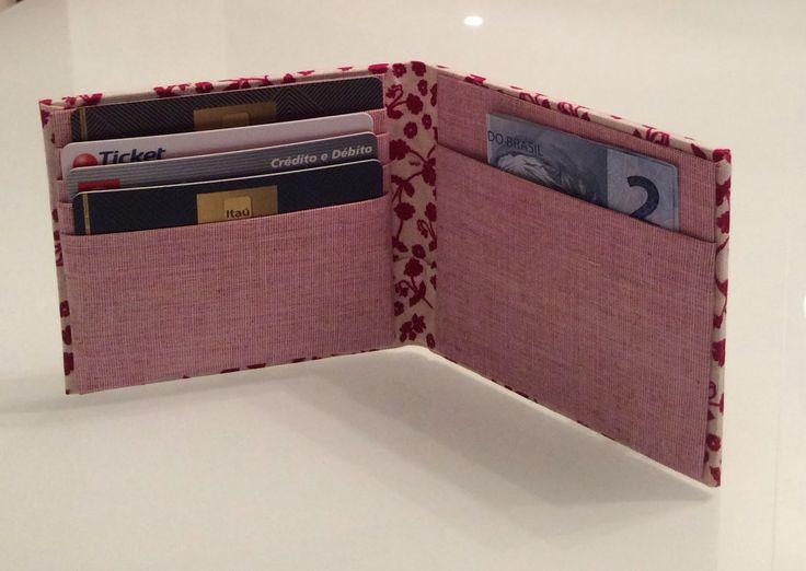 Depois de assistir o curso oferecido pela eduK + elo7 da Claudia Wada, resolvi fazer um porta-cartões baseada no porta-passaportes que ela e...
