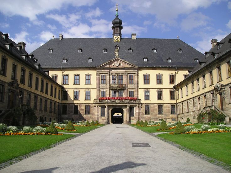 Entrada principal da Stadtscholoss de Fulda, estado de Hesse, Alemanha. - Wikipedia, the free encyclopedia.