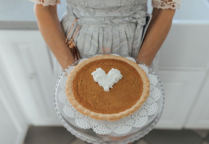 The best pumpkin pie recipe! Click through to save the recipe for yourself!