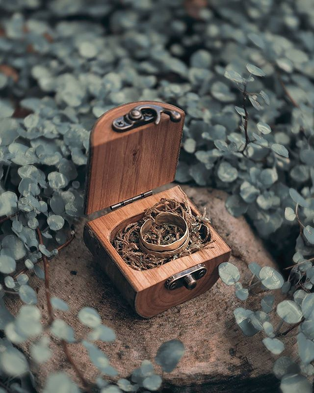 Wood log ring boxes are perfect for forest weddings, engagements or even as tooth fairy boxes for kids! Available online and at markets 🌿 #jaccobmckay