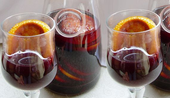 "Vino Navegado....(Ideal for cold days, warm the wine with orange. Some call it that red wine ""chambreao"" or warmed (French chambered ... nothing more patriotic). You could also take sugar, cinnamon and cloves. It warms a water bath, although some used warm beside the brazier)."