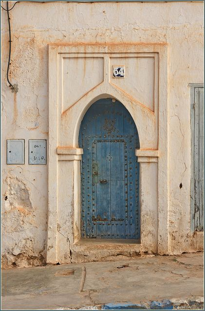 doors must be blue .... in Sidi Ifni, Morocco | Flickr The fabulous doors of Morocco! Just keep the cobras in the baskets! Good trip Gnavi!!!