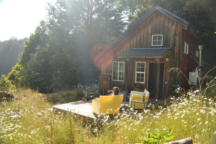 Who wants to sleep in the dirt & look at the stars when you can sleep in a bed (& look at the stars)? Here are 10 Northern California Glamping sites to book STAT.