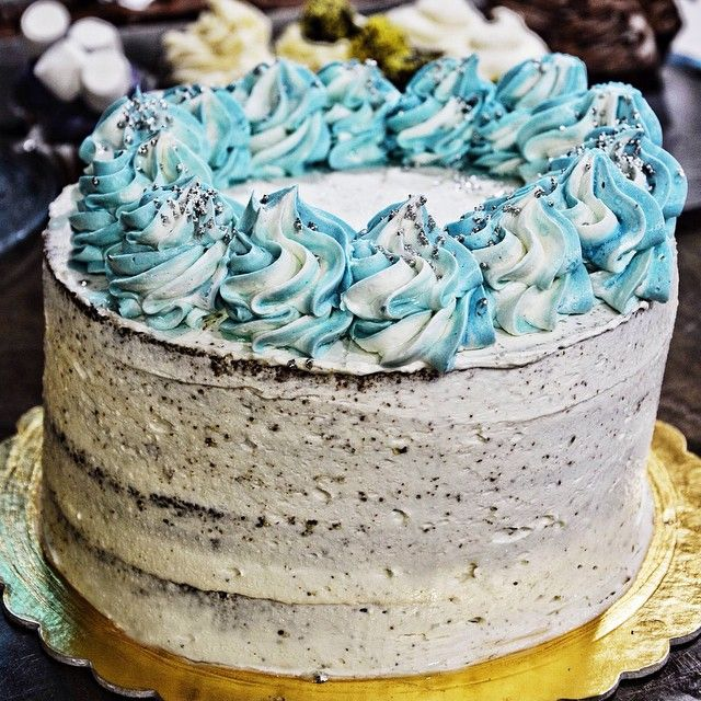 Πλατύρρυγχος ο Σουηδικός! Cake βανίλιας με κομμάτια μαύρης σοκολάτας, φουντούκι κροκαν και κρέμα bueno.