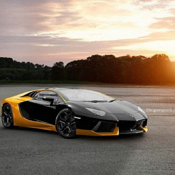 Stunning black and yellow Lamborghini Aventador #trackday